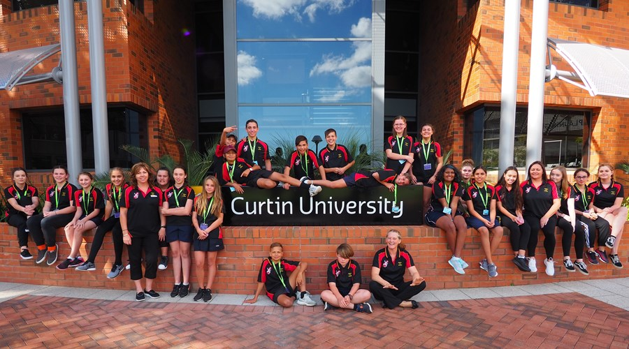 Students visiting Curtin Uni.jpg