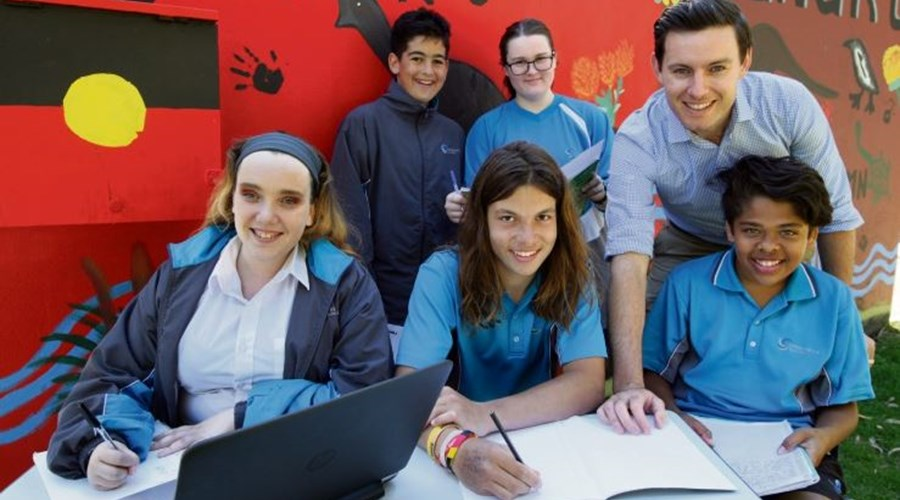 PC and students - Fremantle Gazette photo.JPG